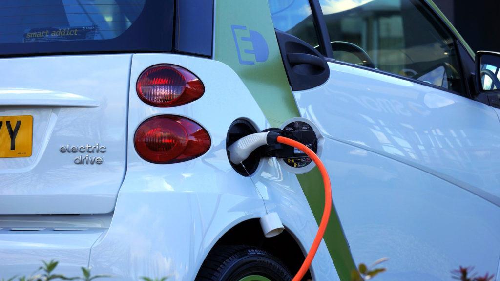 usługa ładowania samochodu elektrycznego