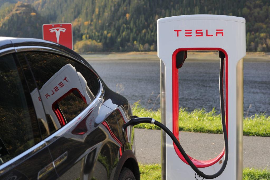 elektromobilnosc tesla ladowanie supercharger