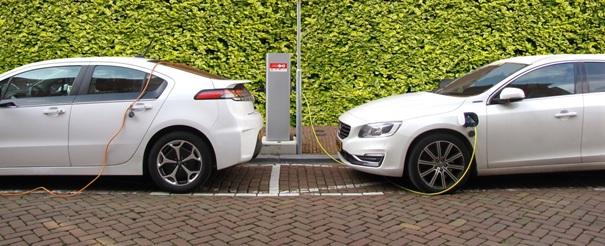 Samochód elektryczny czy hybrydowy – definicja, akcyza i amortyzacja